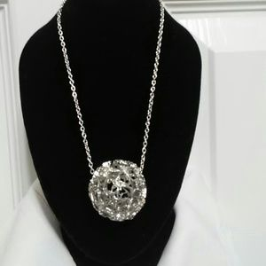 Jewelry - Silver sparkle ball necklace❤